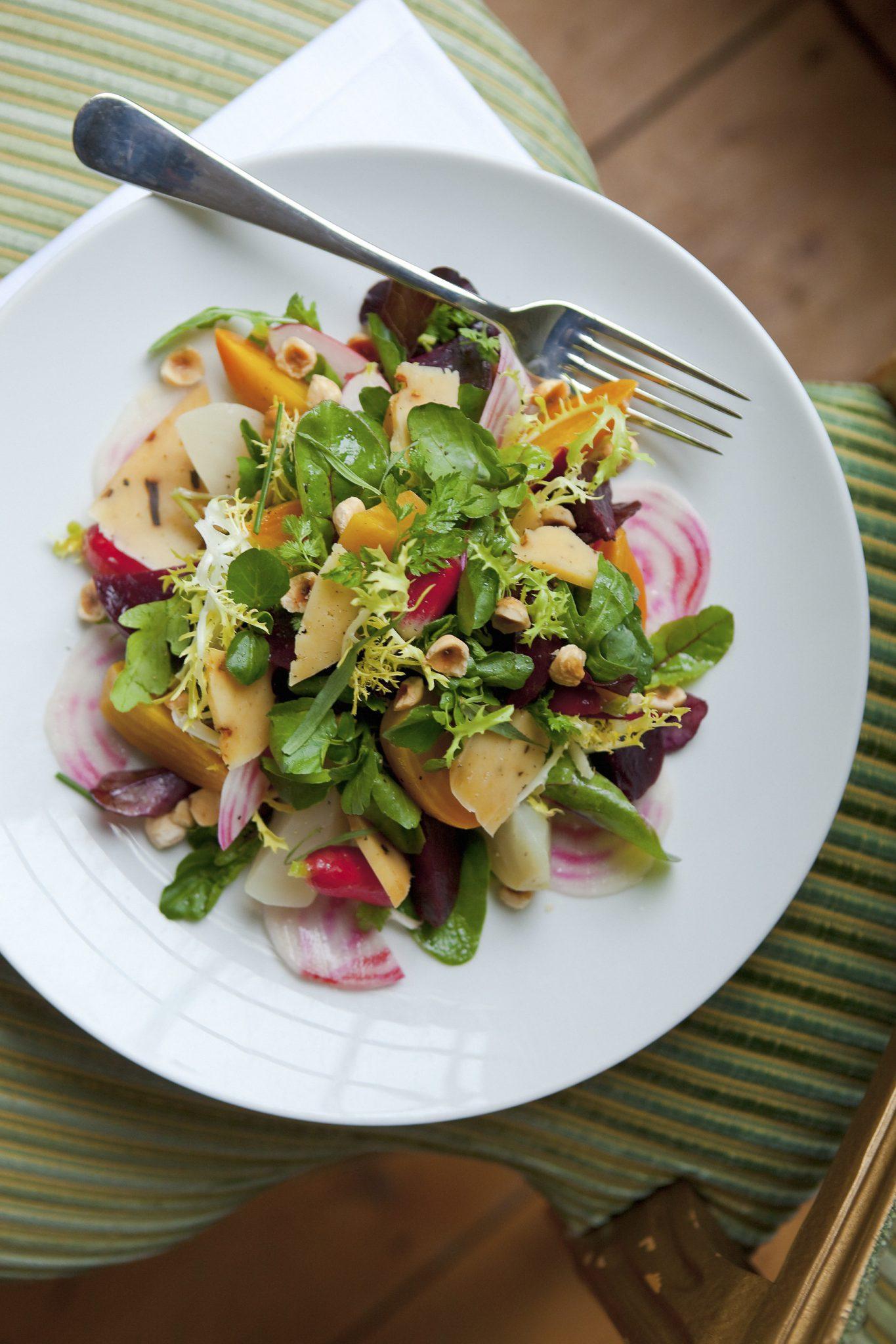 Bieten salade door restaurant Merkelbach